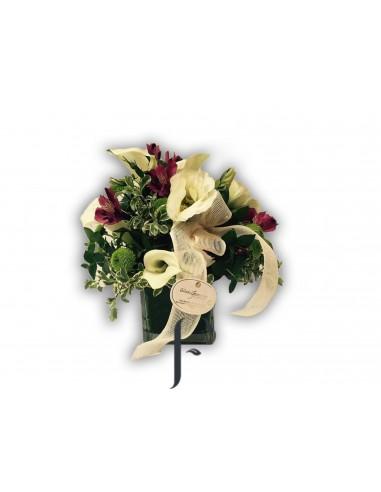 Buccaro con calas y flores diversas