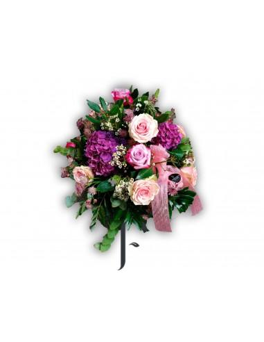 Centro flores rosas, hortensias y flor complementaria