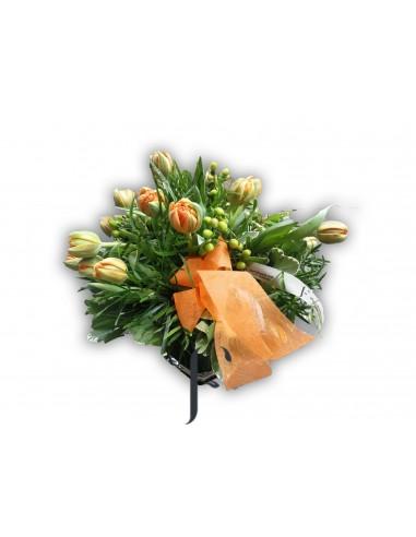 Base de cristal con tulipanes