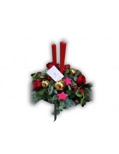 Composición navideña tres velas