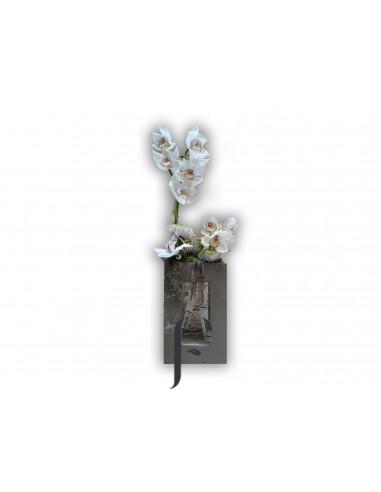 Composición floral con cerámica